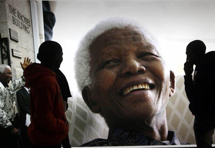 El carisma de Nelson Mandela logró reconciliar a una Sudáfrica azotada por el régimen del apartheid. (Agencias)