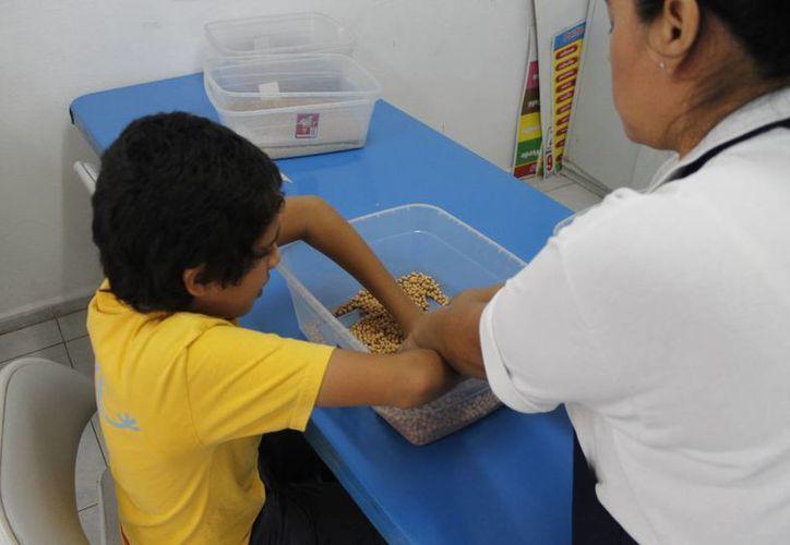 Un niño con autismo muestran deterioro de las habilidades sociales. (Jesús Tijerina/SIPSE)