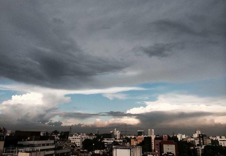 En la Península de Yucatán prevalecerá el cielo de medio nublado a nublado, con un 60% de probabilidad de lluvias fuertes. (Notimex)
