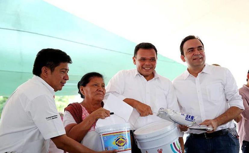 """""""Queremos que las casas se encuentren bien pintadas, especialmente en esta época del año. Buscamos fortalecer la unión familiar por medio de un orden urbano que desemboque en paz social"""", expresó Rolando Zapata."""