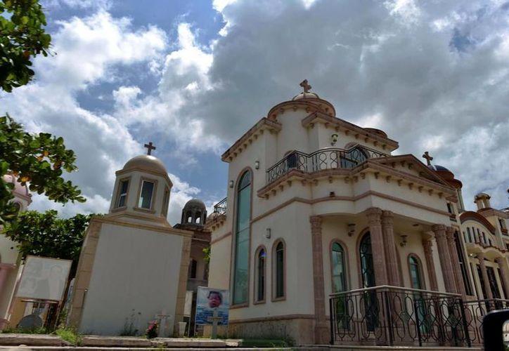 Los narcos compran espacios en Jardines de Humaya para asegurar que los suyos tengan un lugar para el descanso eterno. (AP)