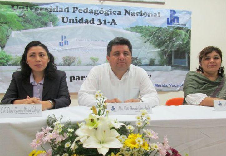 El director  Víctor Gómez informó de las actividades por aniversario.  (Milenio Novedades)