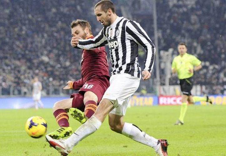 Por el golpe a Miralem Pjanic en el partido Roma vs Juventus, Giorgio Chiellini podría no ser convocado a la selección azurra. (tuttosport.com)