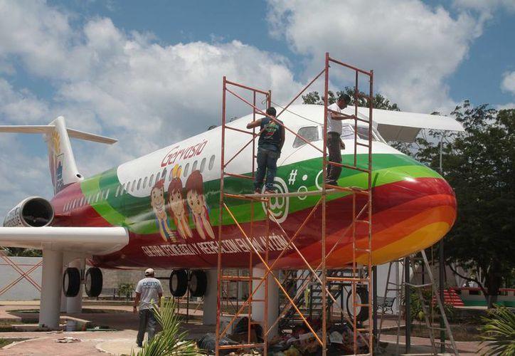Se espera que el avión-biblioteca equipado con 25 computadoras, sea abierto al público antes del 10 de mayo.  (Julian Miranda/SIPSE)