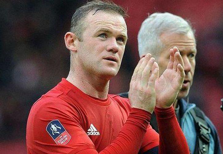 Wayne Rooney disputó un partido en agosto del año pasado en la casa del club del que es capitán, el Manchester United, y con el dinero reunido ayudará a niños que padecen pobreza. (AP)