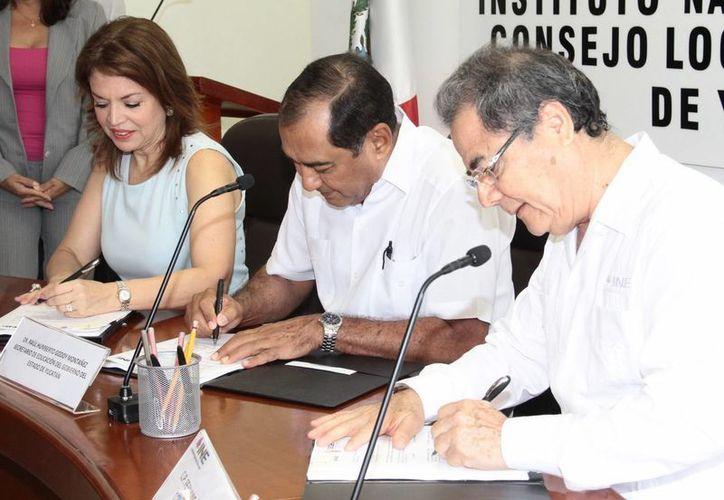 INE e Iepac signaron el acuerdo con la SEE para instalación de dos mil siete casillas electorales en escuelas públicas. (Milenio Novedades)