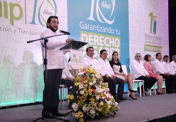 Álvaro Traconis Flores presidió la entrega de premios, en el marco de décimo aniversario de la Ley Estatal de Acceso a la Información Pública. (Milenio Novedades)