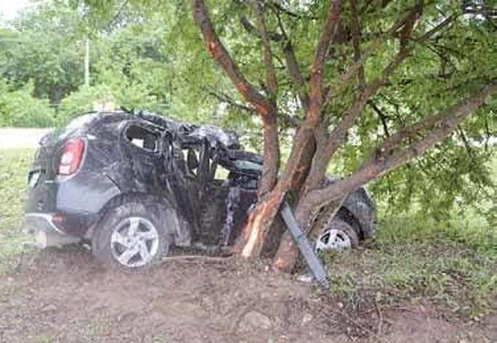 El accidente, ocurrido ayer, en el kilómetro 289 del bulevar Playa del Carmen, dejó daños materiales por aproximadamente 90 mil pesos. (Redacción/SIPSE)