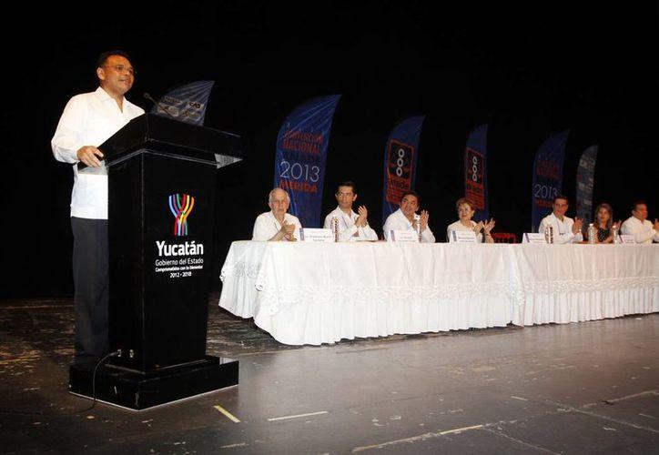 El gobernador Rolando Zapata invitó a invertir en Yucatán, durante la inauguración de la XLII Convención Nacional de la Asociación Nacional de Abogados de Empresas (Anade). (Milenio Novedades)