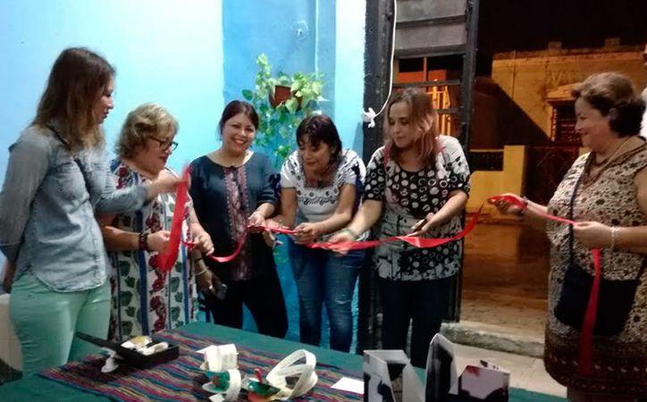 """A través de sus obras, las mujeres se hacen escuchar para abogar por sus derechos. Este sábado se abrió la exposición """"Entre páginas femeninas"""", en el centro cultural La Libélula. (Milenio Novedades)"""