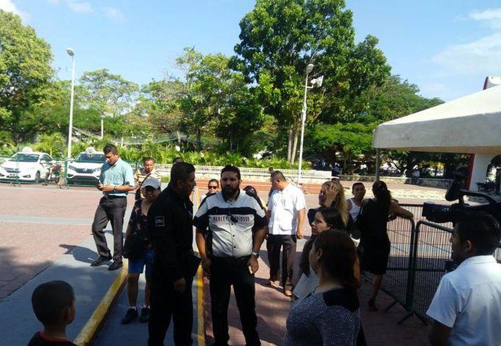 Los policías expresaron su inconformidad en el Ayuntamiento. (Eric Galindo/SIPSE)