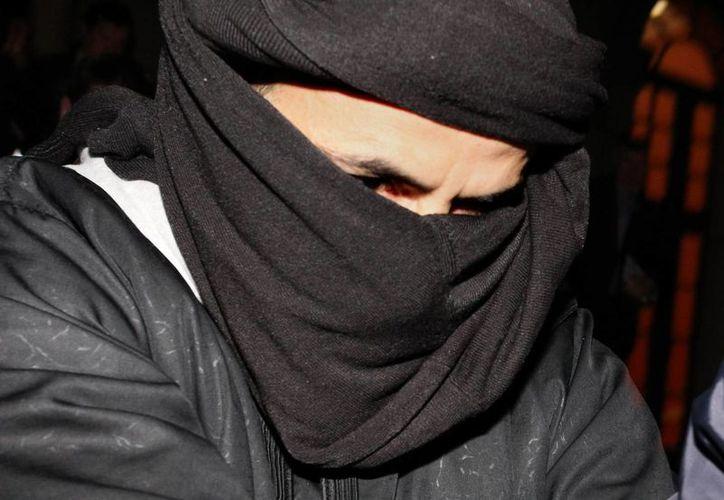 Ali Charaf Damache es reclamado por la justicia de Estados Unidos por correos electrónicos donde consta que reclutaba gente para el extremismo islámico. (AP)