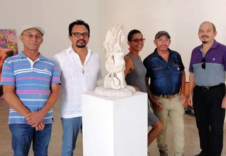 Algunos de los artistas que participan en la exposición. (Foto:Novedades Yucatán)