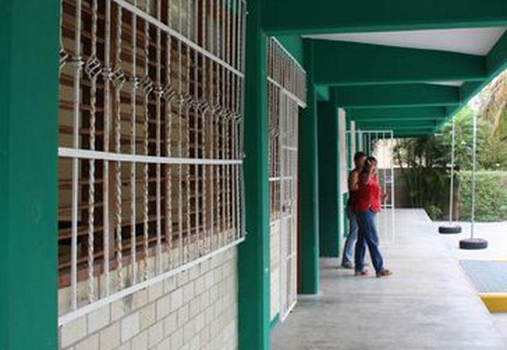 Se instalaron circuitos cerrados en 24 escuelas de las 53 existentes del nivel básico. (Alida Martínez/SIPSE)