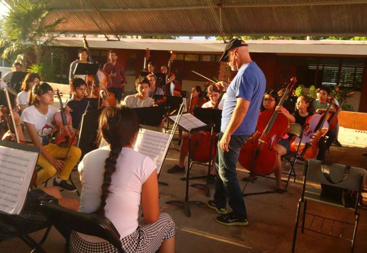 La agrupación se está preparando para un concurso donde van a participar las orquestas Esperanza Azteca. (Faride Cetina/ SIPSE)