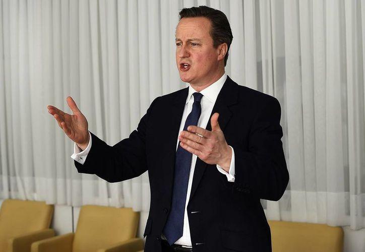 El primer ministro británico David  Cameron habla durante una reunión en el marco de una cumbre de la UE en Bruselas. (Agencias)