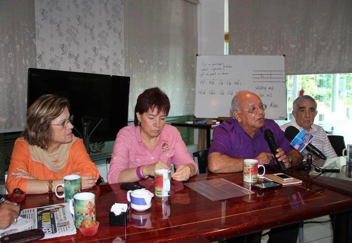 Administradores y coordinadores de plazas comerciales durante una conferencia de prensa. (Tomás Álvarez/SIPSE)