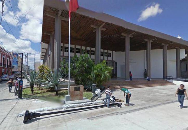El actual edificio sede del Poder Legislativo se ocupó desde 1980 y se sometió a una primera rehabilitación en 1995 y posteriormente a una segunda en 2007. (Google maps)