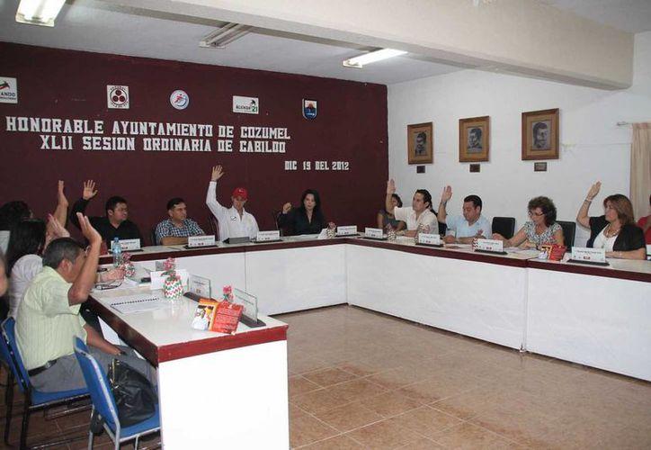 Las autoridades de Ayuntamiento  en una de sus sesiones. (Julián Miranda/SIPSE)