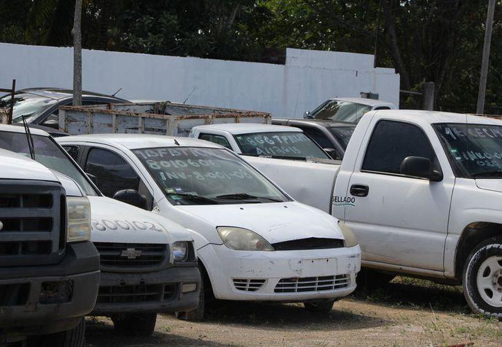 Son 290 autos y camionetas, 99 motocicletas, 21 maquinarias y 12 unidades consideradas desecho ferroso. (Joel Zamora/SIPSE)