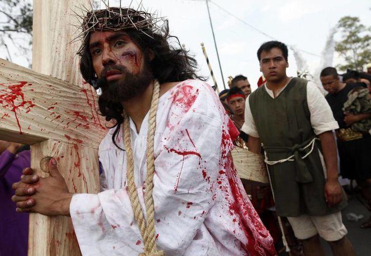 Miles de personas presenciaron la Pasión de Cristo en Iztapalapa. (Notimex)