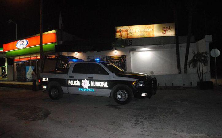 Las autoridades continúan con las investigaciones por los ataques a los bares. (Eric Galindo/SIPSE)