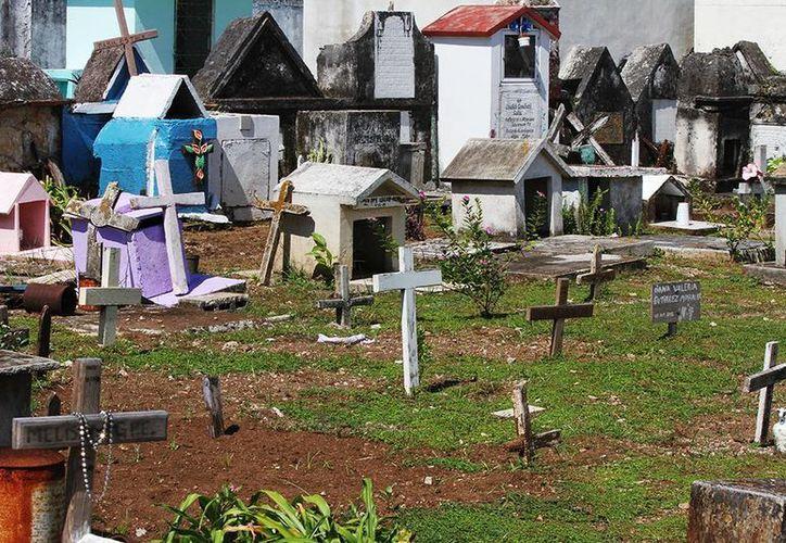 """Las autoridades recorrieron los panteones """"Mansión de Paz"""" y el """"Cementerio Municipal"""". (Cortesía/SIPSE)"""