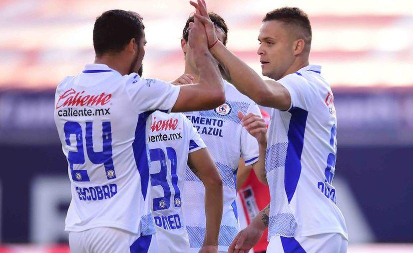 Una vez más, Jonathan 'Cabecita' Rodríguez resultó fundamental para la victoria cruzazulina. Marcó el gol del triunfo al minuto 81. (Foto: Mexsport)