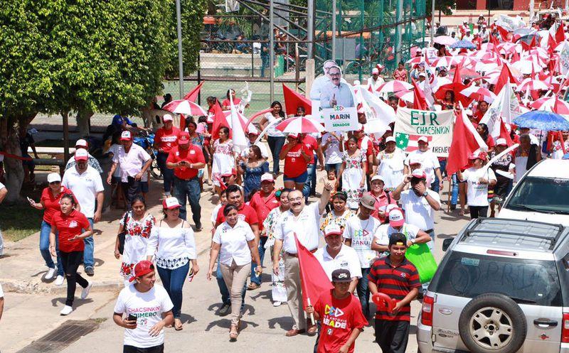 El candidato a senador continuó su gira por Tixméhuac, Akil y Oxkutzcab, en otra intensa jornada en esta recta final de la campaña. (Milenio Novedades)