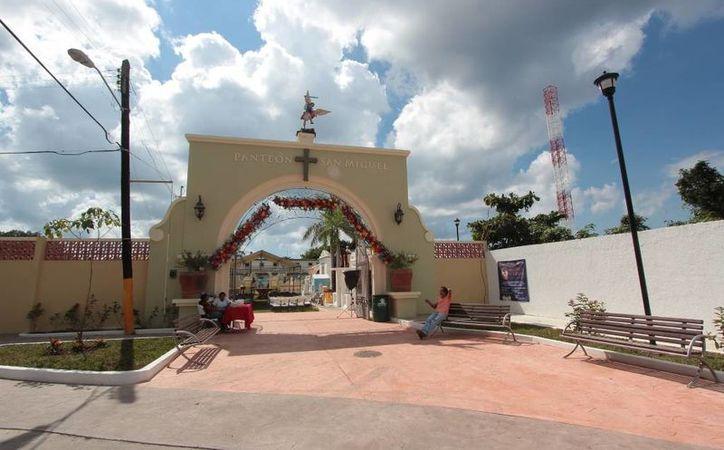 Renuevan la fachada del panteón municipal de Cozumel - Sipse.com