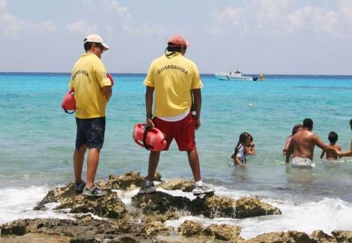 Cozumel creó el reglamento de protección contra los efectos nocivos del humo del tabaco, el cual determina que en las playas no se fume. (Archivo/SIPSE)