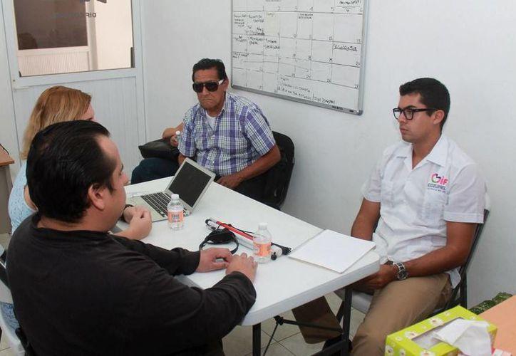 Este viernes el DIF ofrecerá un curso gratuito de primeros auxilios para personas invidentes.  (Redacción/SIPSE)