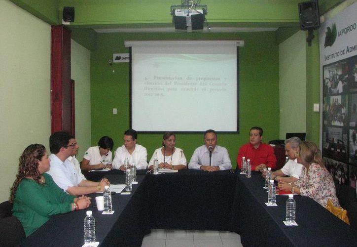 La Asamblea General Extraordinaria del Iapqroo ha designado a Joel Saury Galué como el nuevo presidente del Consejo Directivo. (Redacción/SIPSE)