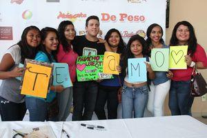 Pancho Uresti firma autógrafos para las fans de Cancún