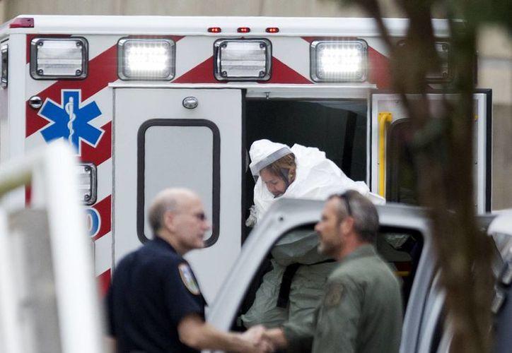 El brote de ébola en África, el cual se ha extendido a varios continentes, ha dejado más de dos mil personas muertas. (AP)