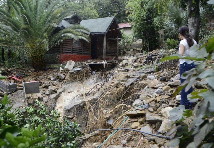 Casas han resultado afectadas por el deslave de cerros, provocado por las intensas lluvias en gran parte del país. (Archivo Notimex)