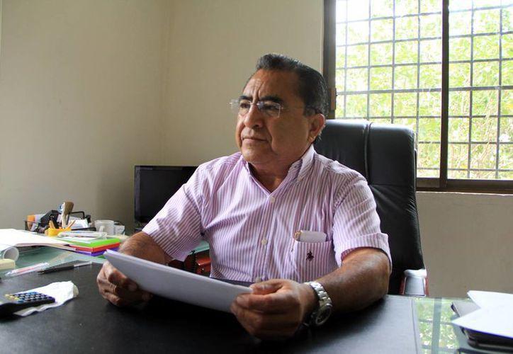 Pedro Oxté, líder de la CROC en Yucatán, invita a trabajadores a una mesa panel sobre la afore. (Milenio Novedades)