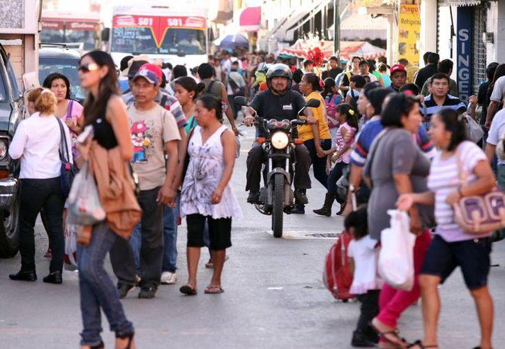 Calculan que aproximadamente más de 120 mil personas saturaron las principales calles del centro de Mérida ayer. (Milenio Novedades)