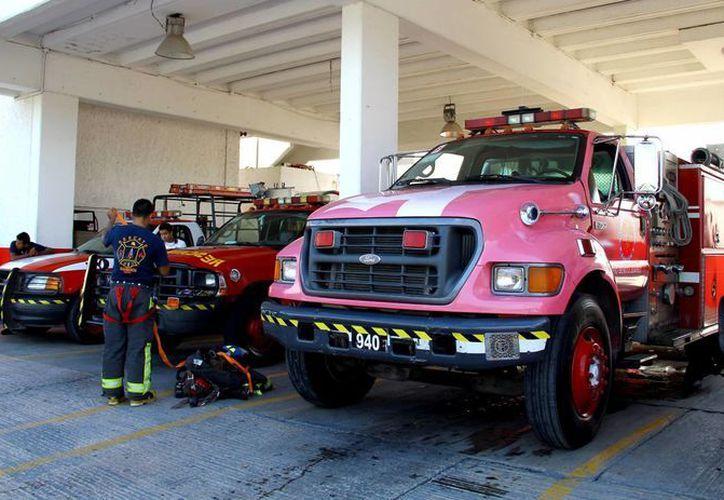 La estación de bomberos principal se localiza sobre las avenidas Chichén y Tulum. (Gonzalo Zapata/SIPSE)