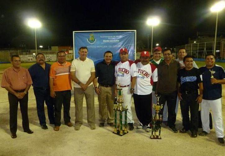 Durante la inauguración se entregaron premios a participantes del torneo anterior. (SIPSE)
