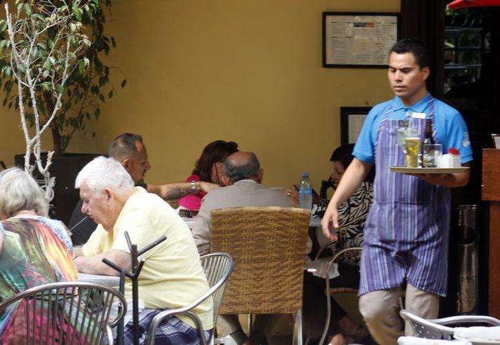 Turismo extranjero y nacional, principal clientela de restaurantes del Centro.