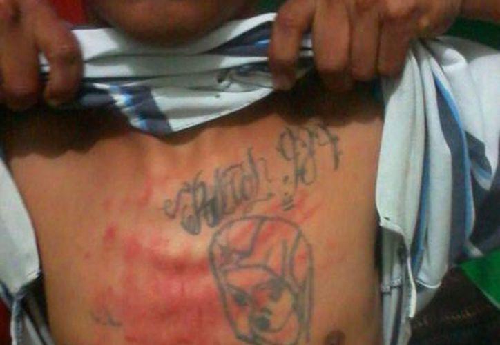 Con esta imagen se denunció la presunta tortura contra un interno de la cárcel de Playa del Carmen. (Cortesía/Facebook)