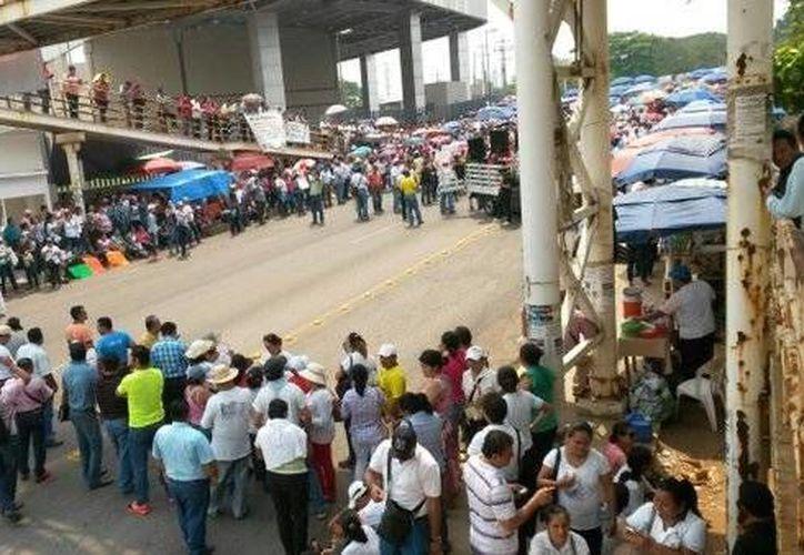 En Villahermosa, los mestros tomaron las instalaciones de la Secretaría de Educación de Tabasco. (twitter.com/migue_vargas)