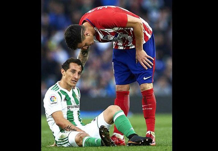 Andrés Guardado sufrió una rotura fibrilar grado I-II en el aductor derecho. (Getty Images)