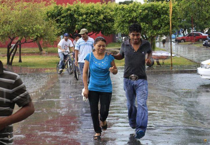 Prevén que las lluvias continúen de manera aislada. (Harold Aclocer/SIPSE)