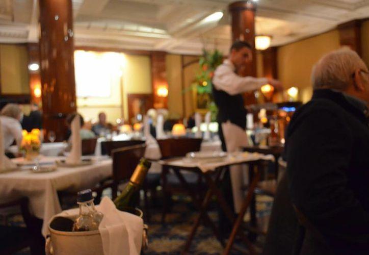 Los restaurantes con música clásica incitan a comer más, según la ciencia. (Contexto)
