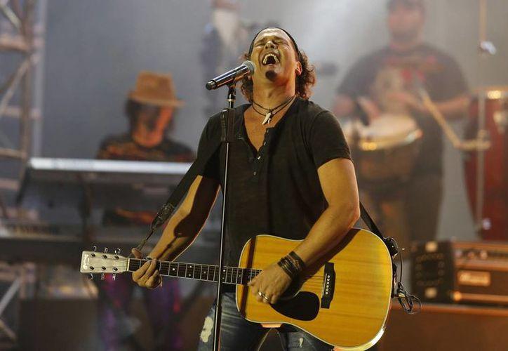 El cantante colombiano Carlos Vives fue uno de los que regresaron con éxito a la escena musical en 2013. En la imagen, durante un concierto en Quito, Ecuador. (Agencias)