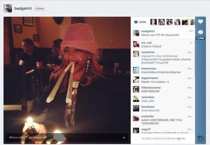La polémica foto de Rihanna, supuestamente fumando marihuana. (@rihanna)
