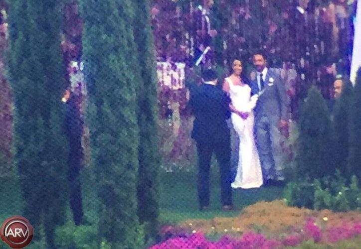 El programa de televisión <i>Al Rojo Vivo</i> difundió a través de sus cuentas en redes sociales, algunas imágenes <i>exclusivas</i>, de la boda entre Eva Longoria y el empresario Pepe Bastón ayer, en Valle de Bravo. (Twitter: @AlRojoVivo)