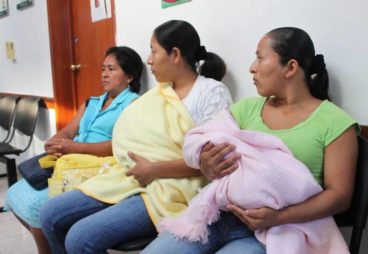 Alrededor de 35 personas acuden a las unidades médicas por infecciones respiratorias. (Javier Ortiz/SIPSE)